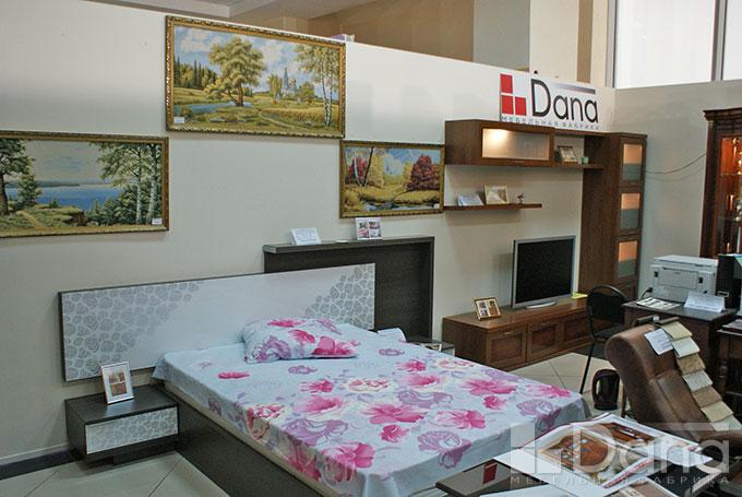 Кровать с тумбочками в стиле
