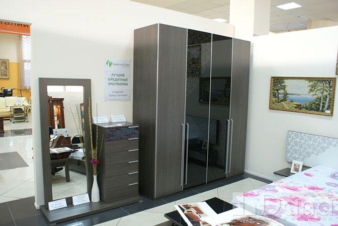 Вместительный шкаф и набор для