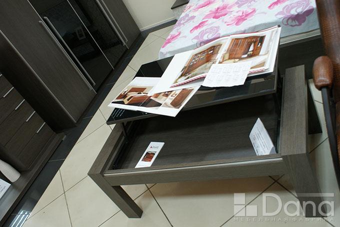Журнальный стол с подъёмным